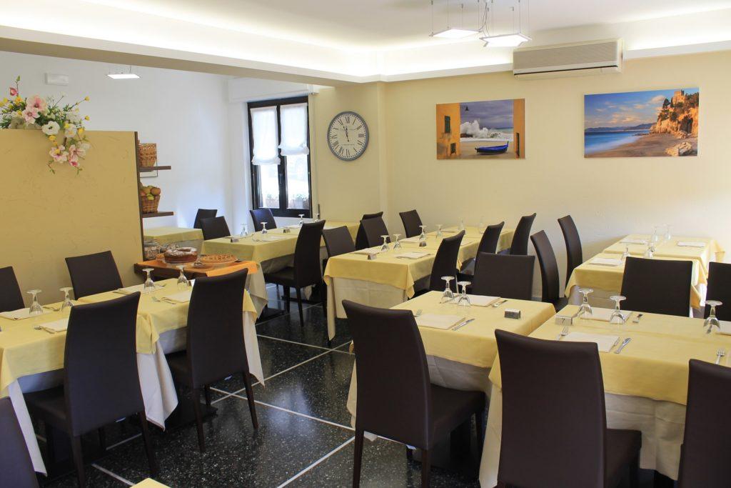 Hotel Villa Ave a Finale Ligure | Albergo a due passi dal mare in Liguria | Pernottamento con colazione a buffet e servizio ristorante | Visit Finale Ligure | Albergo con ristorante | Hotel Outdoor Tourismus Ligurien | Hotel Two Star Finale Ligure