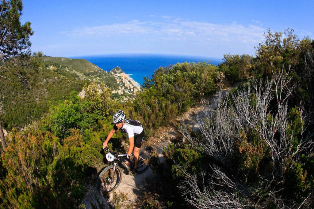 Hotel Villa Ave a Finale Ligure | Albergo a due passi dal mare in Liguria | Pernottamento con colazione a buffet e servizio ristorante | Finale Ligure Turismo: Outdoor Sport, Bike, Hike, Bicicletta, Mountain Bike, Escursionismo a Piedi | Outdoor Finale Ligure | Plein Air Sport | Outdoor Ligurien