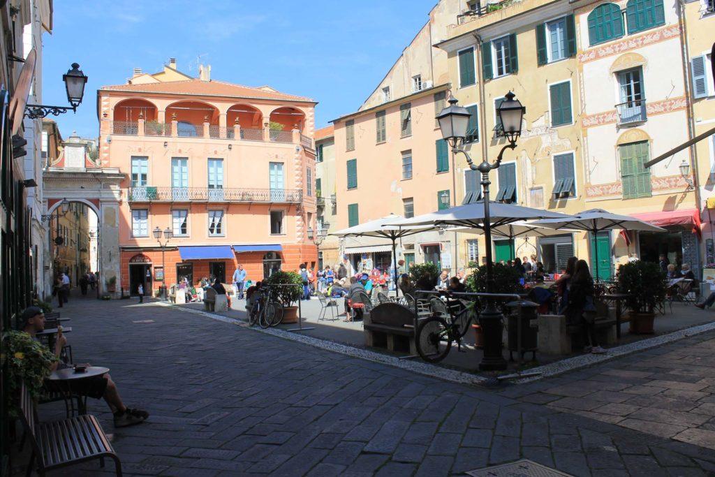 Hotel Villa Ave a Finale Ligure | Albergo a due passi dal mare in Liguria | Pernottamento con colazione a buffet e servizio ristorante | Visit Finale Ligure | Visiter Finale Ligure | Besuch Finale