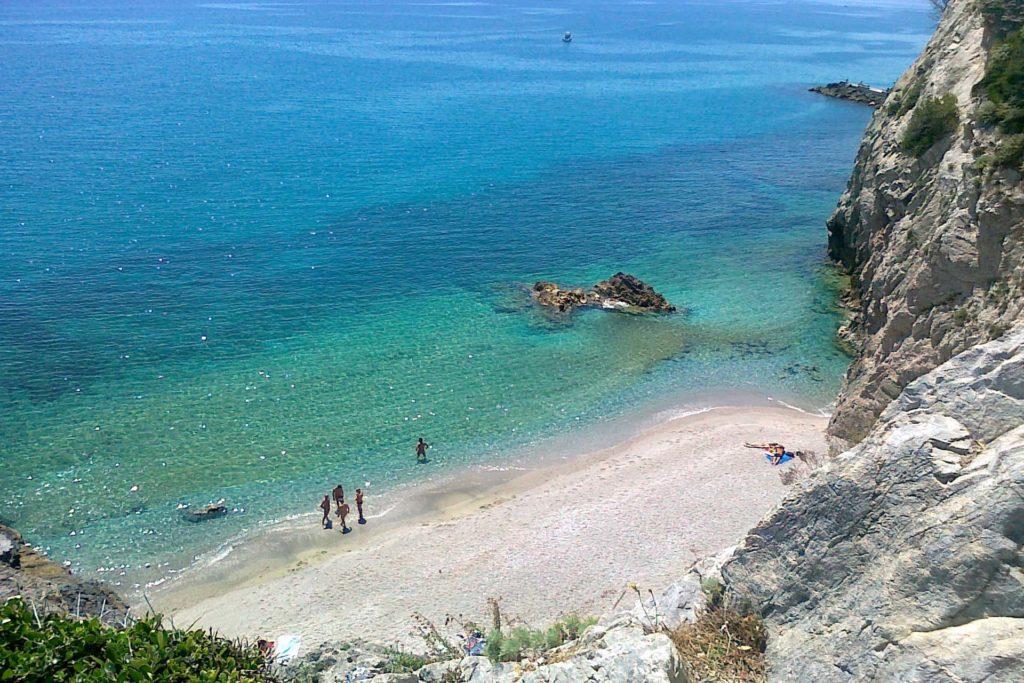 Hotel Villa Ave a Finale Ligure | Albergo a due passi dal mare in Liguria | Pernottamento con colazione a buffet e servizio ristorante | Spiagge e Stabilimenti Balneari a Finale Ligure | Plages & Stations Balneaires | Badeanstalten Ligurien