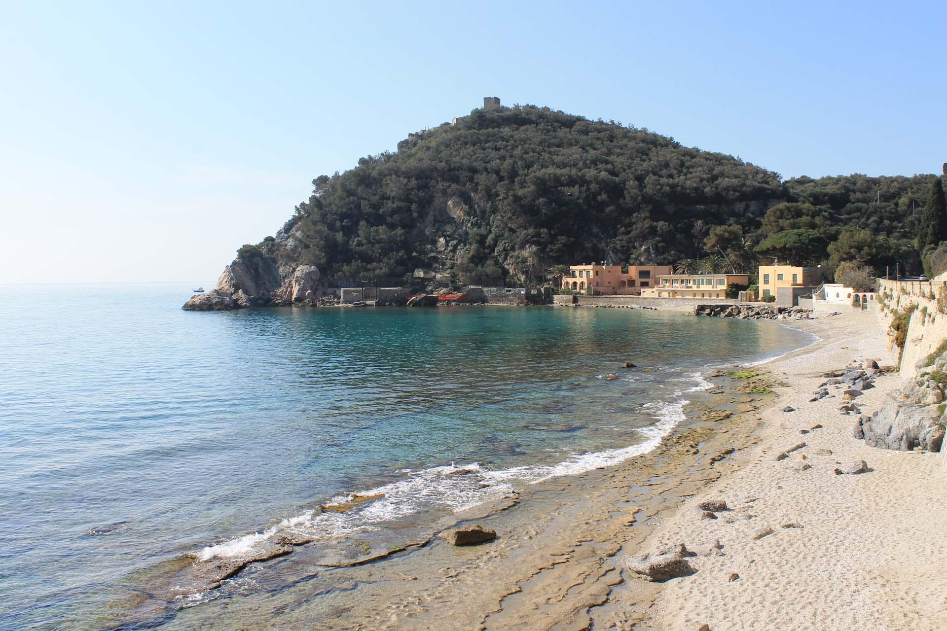 Spiagge finale ligure hotel villa ave a finale ligure for Appartamenti in affitto a bressanone e dintorni