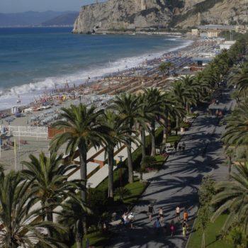 Hotel Villa Ave a Finale Ligure | Albergo a due passi dal mare in Liguria | Pernottamento con colazione a buffet e servizio ristorante | Spiagge e Stabilimenti Balneari a Finale Ligure | Hotel Finale Ligure