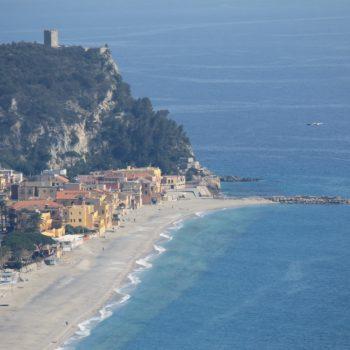 Hotel Villa Ave a Finale Ligure | Albergo a due passi dal mare in Liguria | Pernottamento con colazione a buffet e servizio ristorante | Spiagge e Stabilimenti Balneari a Finale Ligure | Tourisme Finale Ligure | Hotel in Finale Ligure