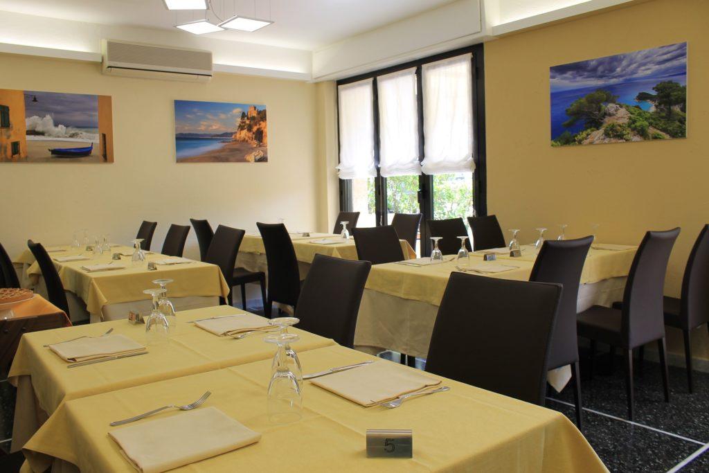 Hotel Villa Ave a Finale Ligure | Albergo vicino al mare in Liguria | Pernottamento con colazione a buffet e servizio ristorante | Hotel avec Restaurant Finale Ligure