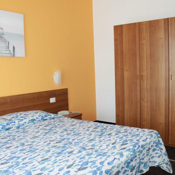 Hotel Villa Ave a Finale Ligure - Albergo a due passi dal mare in Liguria - Pernottamento con colazione a buffet e servizio ristorante - Family Room Manie