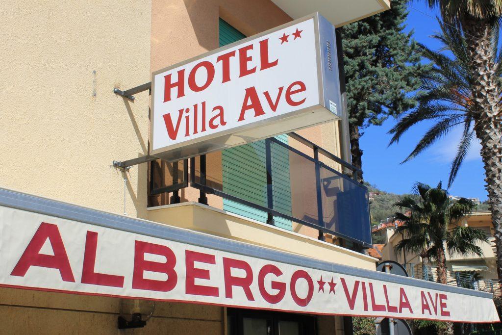 Hotel Villa Ave a Finale Ligure | Albergo a due passi dal mare in Liguria | Pernottamento con colazione a buffet e servizio ristorante | Visit Finale Ligure | Prezzi a notte camera | Hotel One Star Finale Ligure